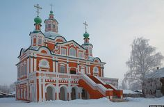 Beautiful Russian winter photos taken by Andrew Qzmn. Veliky Ustyug.