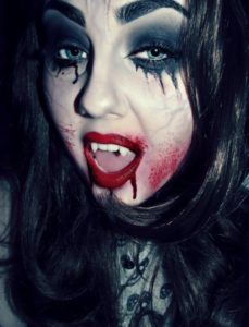 Check Out 20 Vampire Halloween Makeup To Inspire You. Vampire makeup can be a fun and easy costume to make and requires materials. Halloween Vampire, Halloween Makeup Looks, Halloween Fancy Dress, Diy Halloween, Halloween Costumes, Haunted Halloween, Halloween 2019, Happy Halloween, Zombie Makeup