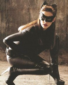Anne Hathaway as Selena Kyle in The Dark Knight Rises. She is never actually referred to as Catwoman at any point during the film. Dark Knight Rises Catwoman, The Dark Knight Rises, Dc Movies, Comic Movies, Family Movies, Cheap Fancy Dress, Anne Hathaway Catwoman, Wonder Woman Art, Justice League Wonder Woman
