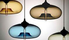 Drie opvallende lampentrends van nu: origami, gekleurd glas en sieraden. Mooie designs veel hebbedingen.