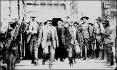 Los generales Rodolfo Fierro, Francisco Villa y Hugh Lenox Scott a la salida de  amistosa reunión en El Paso, Texas 1914