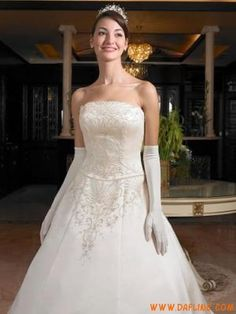 Satin Embroidery Train Vintage Wedding Gowns 2011