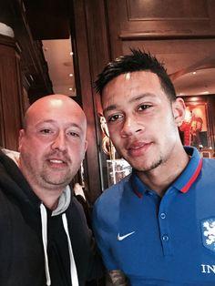 Met Memphis Depay van Man. United bij trainingskamp Nederlands elftal.