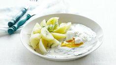 Koprová omáčka se ztraceným vejcem a novými bramborami