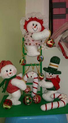 Christmas Snowman, Christmas Stockings, Xmas, Christmas Ornaments, Christmas Decorations, Holiday Decor, Christmas Projects, Outdoor Decor, Snowmen