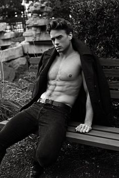 Marcin Stasiowski by Thomas Synnamon Greg Kadel, Vogue Brazil, Muscular Men, Continue Reading, Jeans And Boots, Male Models, Sexy Men, Marie, Che Guevara