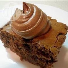 Cream Cheese Chocolate Frosting- good for macaroon filling! Best Chocolate Icing, Chocolate Cream Cheese Frosting, Chocolate Frosting Recipes, Chocolate Cheese, Chocolate Cupcakes, Yummy Treats, Delicious Desserts, Sweet Treats, Macaroon Filling