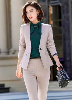 Cute grey suit and green shirt - Office Outfits - Work Outfits Women Casual Work Outfit Summer, Classy Work Outfits, Office Outfits Women, Classy Casual, Business Casual Outfits, Business Fashion, Business Suits For Women, Corporate Attire Women, Corporate Outfits