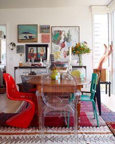 Sala de jantar com mix de cadeiras. #arquitetura #arte #art #artlover #design #architecturelover #instagood #instacool #instadesign #instadaily #projetocompartilhar #shareproject #davidguerra #arquiteturadavidguerra #arquiteturaedesign #instabestu #decor #architect #criative #cor #harmonia #colours #harmony
