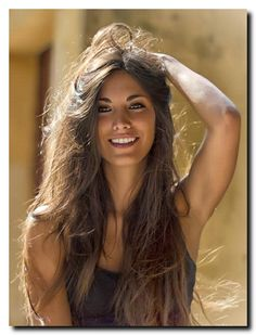 Trains, Teddy Bears and abandoned places - Frisuren für Frauen Most Beautiful Faces, Beautiful Smile, Gorgeous Women, Beautiful Curves, Gorgeous Hair, Absolutely Gorgeous, Beautiful Pictures, Brunette Beauty, Hair Beauty