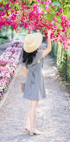 Gingham dress, gingham print, cute summer outfit, summer fashion, Point Defiance Rose Garden, places to travel, Seattle fashion blogger, petite blog