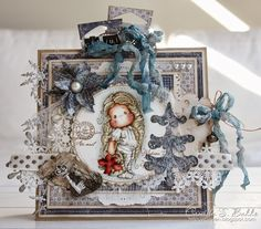 Stunning card...love the coloring with distress inks!!