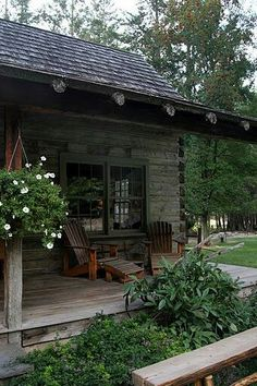 like the green windows and wood exterior color Cabin Porches, Cabin In The Woods, Log Cabin Homes, Log Cabins, Rustic Cabins, Little Cabin, Cabins And Cottages, Cozy Cabin, Decks
