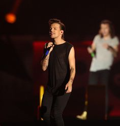 . With Harry Styles in the background, Louis Tomlinson performs with One Direction at Levi\'s Stadium in Santa Clara, Calif., on Saturday, July 11, 2015. (Jim Gensheimer/Bay Area News Group)