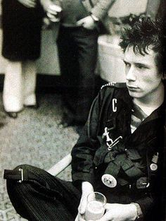 John Lydon photo                                                                 【すそ洗い 】