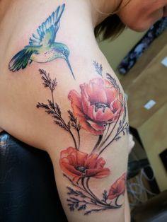 Hummingbird Flower Tattoos, Hibiscus Tattoo, Poppies Tattoo, Wolf Tattoo Shoulder, Flower Tattoo Shoulder, Arm Sleeve Tattoos For Women, Shoulder Tattoos For Women, Mom Tattoos, Body Art Tattoos