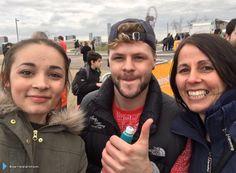 Jay com fãs no #SportRelief em Londres, na Inglaterra. (via @darrenparkinson) (20 mar.)