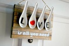 Olá...   Linda mensagem, não é mesmo?!   Que tal esse painel decorando sua casa nesses dias em tom de amor?        Não importa em que ...