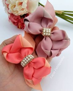 Check out the Techniques and Gorgeous Models Gift Ribbon, Gift Bows, Ribbon Crafts, Ribbon Bows, Handmade Hair Bows, Diy Hair Bows, Diy Bow, How To Make A Ribbon Bow, Holographic Fabric