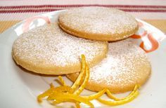 POLVORONES DE NARANJA Mexican Bakery, Mexican Cookies, Mexican Sweet Breads, Mexican Dessert Recipes, Biscuits, Pan Dulce, No Bake Desserts, Sweet Recipes, Cupcake Cakes