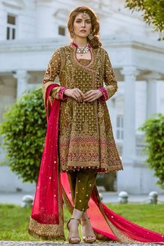 Pakistani Party Wear Embroidered Shirts Designs contains formal, party & wedding wear shirts with stonework, zari, heavy thread embroideries! Pakistani Mehndi Dress, Pakistani Party Wear Dresses, Shadi Dresses, Pakistani Wedding Outfits, Pakistani Bridal Dresses, Pakistani Dress Design, Indian Dresses, Net Dresses, Pakistani Clothing