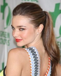 Miranda Kerr-The polished ponytail / La couette lissée