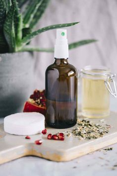 DIY Anti-Aging Face Toner with Pomegranate and Green Tea – Skin Care Tips Toner For Face, Skin Toner, Diy Natural Beauty Recipes, Diy Beauty, Chocolate Face Mask, Beauty Case, Diy For Teens, Teen Diy, Face Skin Care