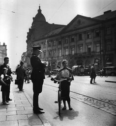 This Jewish girl does not have a licence for her bicykle, Warsaw, 1937, Roman Vishniac.