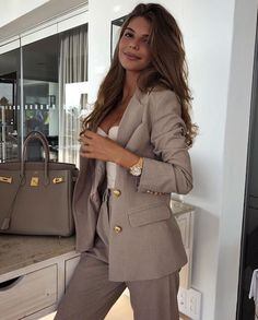 Simple Work Outfits Ideas For Young Women 21 – Office . Read more The post Simple Work Outfits Ideas For Young Women 21 – Office Outfits appeared first on How To Be Trendy. Simple Work Outfits, Classy Outfits, Stylish Outfits, Office Outfits Women, Office Style Women, Glamorous Outfits, Formal Outfits, Classy Dress, Business Casual Outfits