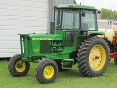 JOHN DEERE 3020 with a Sound Guard Cab