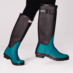 The Original Ribbed Leg Wellington boot in bright peacock and black