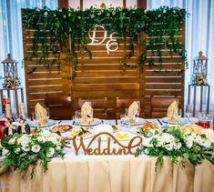 У нас в этом сезоне целая серия свадеб с натуральными элементами: деревянные…