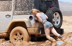 Si un día conduces en el barro o te has queddo atascado en la tierra, sigue estos consejos para salir airoso de esa situación.