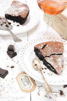 Saveurs Végétales: fondant au chocolat vegan Vegan Desserts, Raw Food Recipes, Sweet Recipes, Dessert Recipes, Gluten Free Sweets, Gluten Free Cakes, Gluten Free Recipes, Chocolate Fondant Cake, Plat Vegan