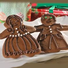Chocolate Gingerbread Boys and Girls - A holiday classic gets a chocolate twist in these chocolate gingerbread cookies. Fun to make and eat! Yule, Double Coconut, Merry Christmas, Xmas, Gingerbread Man Cookies, Gingerbread Men, Christmas Gingerbread, Chocolate Morsels, Nestle Chocolate