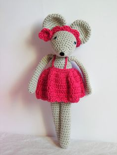 cotton and delicacies Rosie Little Mouse: the tutorial Crochet Amigurumi, Crochet Yarn, Knitting Yarn, Crochet Crafts, Crochet Projects, Confection Au Crochet, Afghan Crochet Patterns, Hobbit, Toys