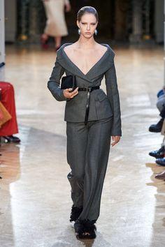 Suit Fashion, Fashion Week, Fashion 2020, Fashion Looks, Fashion Outfits, Paris Fashion, Fashion Trends, Fashion Details, Timeless Fashion