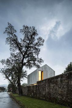AZO-sequeira-architects-associates-the-dovecote-braga-portugal-designboom-02