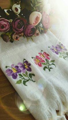 Beaded Cross Stitch, Cross Stitch Embroidery, Crochet Bedspread, Diy Arts And Crafts, Baby Knitting Patterns, Sewing, Cross Stitch Fruit, Hand Embroidery Flowers, Embroidered Towels