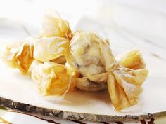 "Diese ""Bonbons"" sind so hübsch anzusehen! Filoteig-Bananen - smarter - Zeit: 30 Min.   eatsmarter.de"