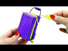 How to Make a Miniature Doll Suitcase that Opens, Closes and Really Moves - simplekidscrafts Easy Crafts For Kids, Fun Crafts, Diy Dolls Tutorial, American Girl Doll Sets, Barbie Dolls Diy, Doll Videos, Barbie Miniatures, Little Pet Shop Toys, Barbie Accessories