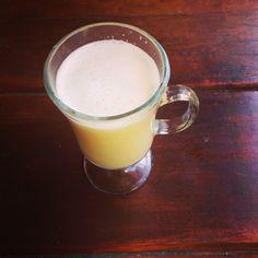Energetico natural de jengibre miel y limon; desintoxicante, desinflamatorio y antiseptico. Ademas, eleva el sistema inmunologico. Excelente para tomar en ayunas. ;-)