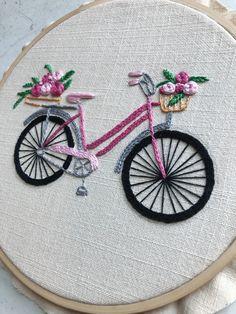 No te pierdas este artículo de mi tienda de Bicicleta Bordada a Mano, Patrón de Bordado a Mano, Patron PDF, DIY Hand Embroidery Patterns Free, Hand Embroidery Videos, Embroidery Stitches Tutorial, Embroidery Flowers Pattern, Embroidery Hoop Art, Embroidery Techniques, Embroidery Ideas, Vintage Embroidery, Creative Embroidery