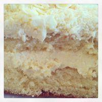 Como prometido no instagram, aí está a receita do bolo de leite ninho.  Massa Pão de Ló 5 ovos (claras e gemas separadas) 1 copo de leite 1 colher de manteiga 2 xícaras de … Sweet Recipes, Cake Recipes, Dessert Recipes, Milk Cake, Portuguese Recipes, Love Cake, Yummy Cakes, Love Food, Cupcake Cakes