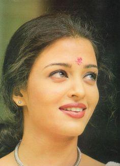 Talkative Eyes of Aishwarya Rai Bachchan: Pic Says - First Look Me Aishwarya Rai Young, Aishwarya Rai Images, Aishwarya Rai Photo, Actress Aishwarya Rai, Aishwarya Rai Bachchan, Amitabh Bachchan, Beautiful Bollywood Actress, Most Beautiful Indian Actress, Most Beautiful Women