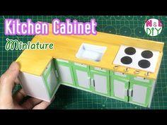 DIY Miniature Kichen Cabinets | How to make a Miniature Kitchen Cabinet - YouTube Cardboard Dollhouse, Diy Dollhouse, Dollhouse Miniatures, Barbie Furniture Tutorial, Diy Barbie Furniture, Miniature Kitchen, Miniature Dolls, Dollhouse Tutorials, Miniature Tutorials