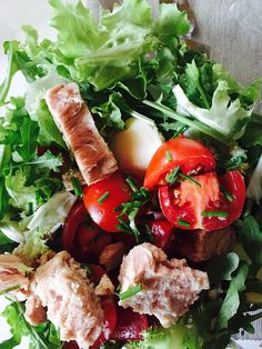 Buy The Mediterranean Food Recipes that is clean, healthy and simple to prepare. Join the Mediterranean cookbook revolution Now! Tuna Salad, Caprese Salad, Healthy Snacks, Healthy Eating, Healthy Recipes, Herbalife, Austrian Cuisine, Lunches And Dinners, Meals