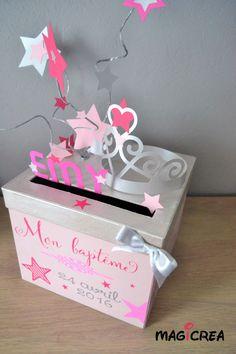 Boutique Magicrea  Disponible ici : http://www.alittlemarket.com/boites-coffrets/fr_urne_de_bapteme_personnalisee_theme_princesse_-20747099.html