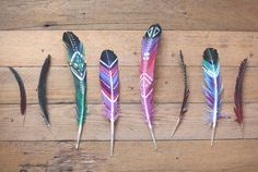 Want to know how to paint feathers? If you're looking for a fun and easy craft project you can make, then these DIY painted feathers is something to try!