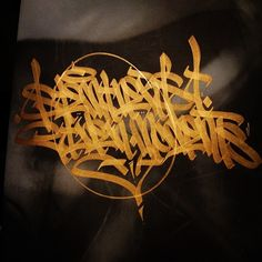 here's Soem (@soems) with some golden moments. #handstyle #soem #graffiti #gold